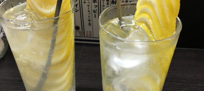 外国人と野毛をハシゴ酒【三件目・ふくふく】有名なレモンタワー
